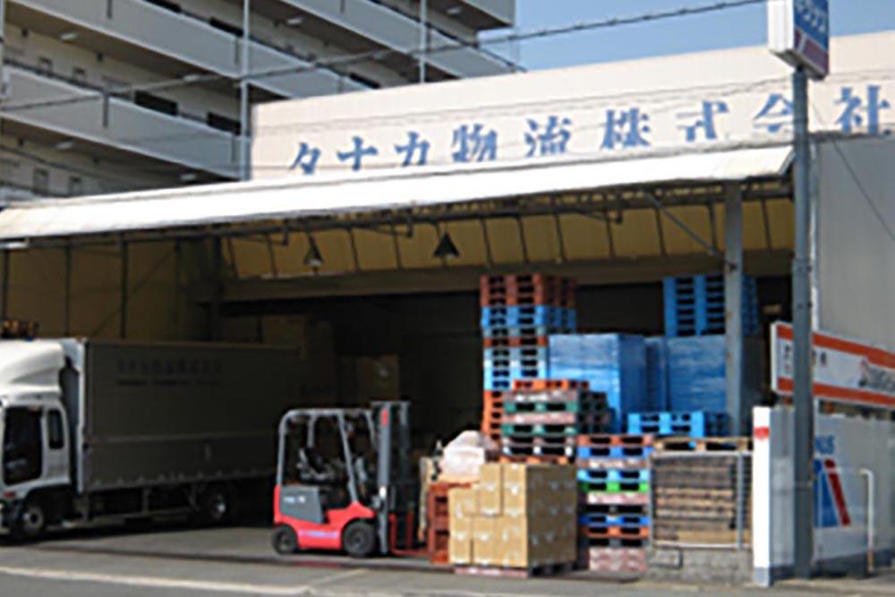 豊中営業所・物流センター 倉庫入り口